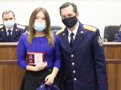 За доблесть и отвагу. Виолетта Нуранбекова, школьница из Чебаркульского района, награждена медалью за спасение детей
